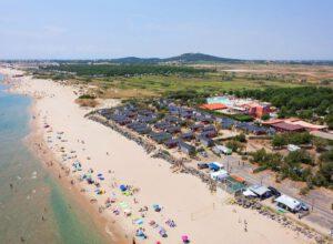 Camping Les Méditerranées Beach Garden vanaf zee